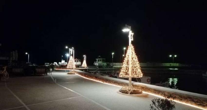 """Έλαμψε η Μονεμβασιά από το  """"ΦΩΣ"""" των Χριστουγέννων"""
