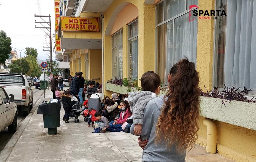 Χωρίς χαρτιά χωρίς στέγη οι μετανάστες στη Σπάρτη(video)
