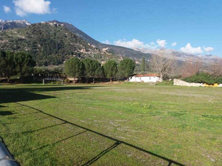 Κερκίδες και στο γήπεδο του Ξηροκαμπίου και προβολείς φωτισμού στο γήπεδο Αμυκλών